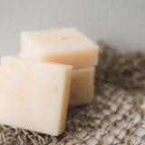 粉チーズを冷蔵庫に入れてたらカチカチに固まってた…。そんなときの対処法!すぐに使いたい!